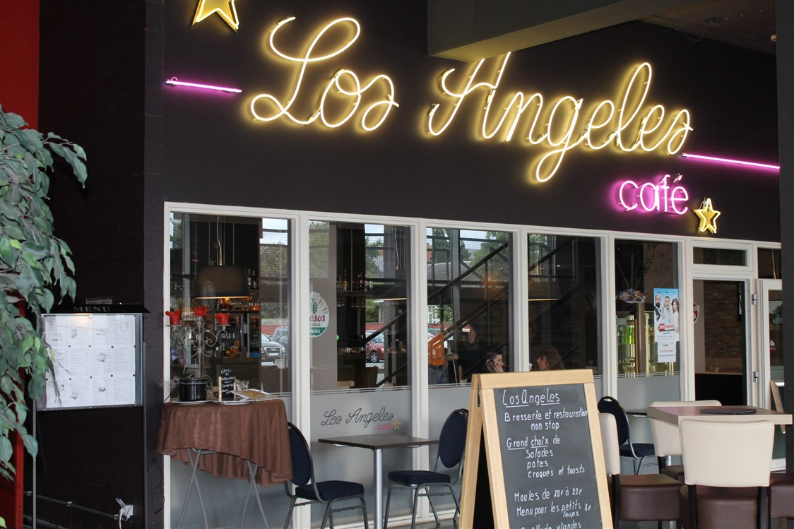 LE LOS ANGELES CAFE ET RESTAURANT