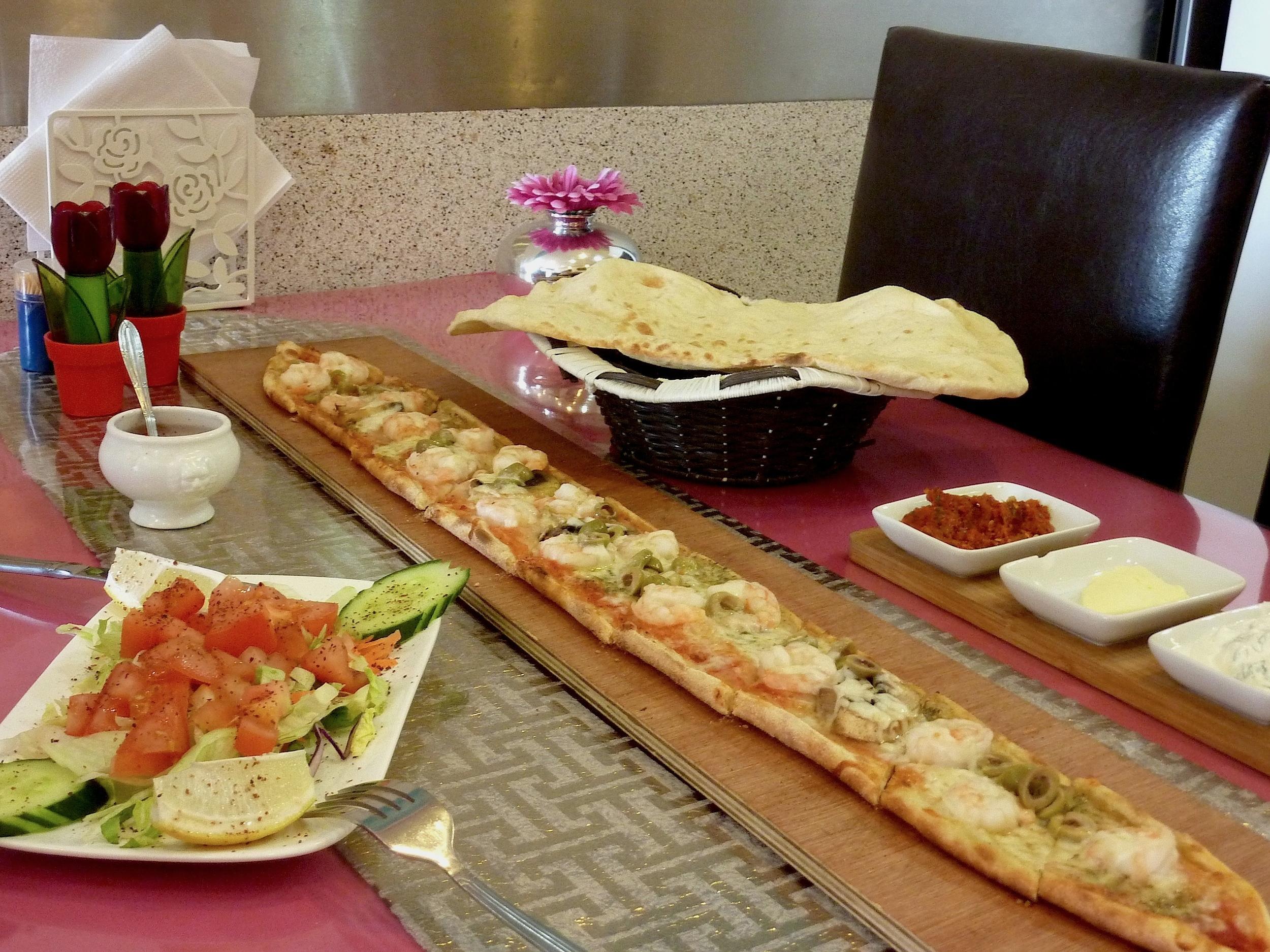 Alaturka pide grillades restaurant turc liege 4000 - Cuisine turc traditionnel ...
