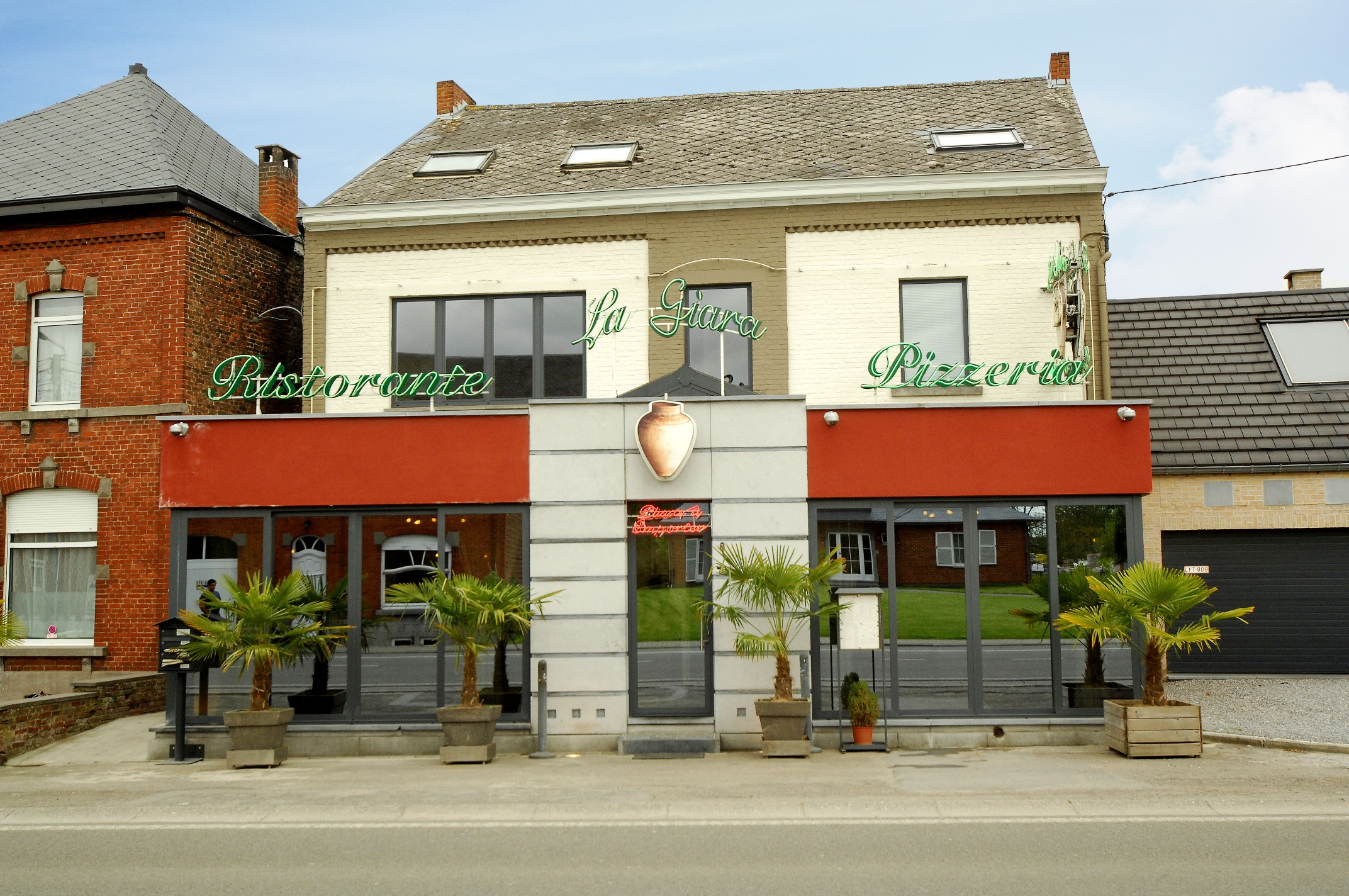 La giara restaurant italien velaine sur sambre 5060 for Restaurant italien 95